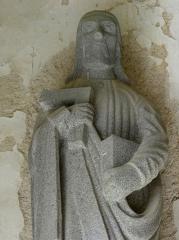 Eglise Sainte-Nonne et Saint-Divy - Saint-Thomas. Porche des apôtres de l'église Sainte-Nonne de Dirinon (29).