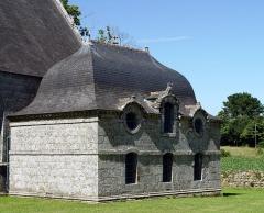 Chapelle Notre-Dame de Kerdevot - Deutsch: Ergué-Gabéric (Bretagne, Finistère) Kapelle von Kerdevot,.Sakristei, datier 1765.