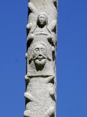 Chapelle Notre-Dame de Kerdevot - Deutsch: Ergué-Gabéric (Bretagne, Finistère) Calvaire, die hlg. Veronika mit dem Schweißtuch, das den Abdruck des Gesichtes Christi zeigt.