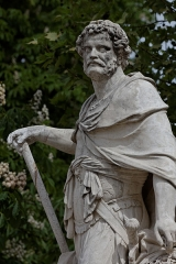 Camp protohistorique de Suguensou -  La statue d'Hannibal dans le jardin des Tuileries à Paris.