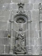 Eglise Notre-Dame de Rumengol - Sainte-Catherine-d'Alexandrie. Statue de la façade occidentale de l'église Notre-Dame-de-Rumengol au Faou (29).