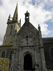 Eglise Saint-Pierre - Français:   Porche sud de l\'église Saint-Pierre de Guiclan (29).