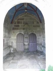 Eglise Saint-Pierre - Français:   Intérieur du porche sud de l\'église Saint-Pierre de Guiclan (29).