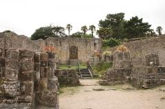 Ancienne abbaye de Saint-Guénolé - Français:   Ruine de l\'abbaye