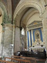 Chapelle Notre-Dame de Kernitron - Transept septentrional et autel de ND de Kernitron en la chapelle éponyme en Lanmeur (29).