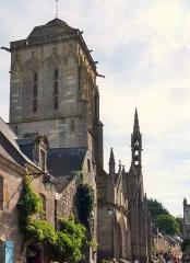 Eglise Saint-Ronan - Français:   Parvis de l\'Église Saint-Ronan Locronan