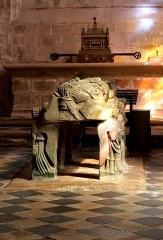 Eglise Saint-Ronan - Italiano:   La pietra tombale di St. Ronan