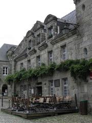 Immeuble - Français:   Immeuble - PA00090088 Place de l\'Église à Locronan (29). Parcelle I 171.