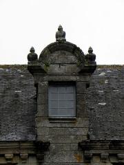 Immeuble - Français:   Immeuble - PA00090089 Place de l\'Église à Locronan (29). Gerbière.