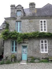 Vieille maison - Français:   Maison - PA00090093 Place de l\'Église à Locronan (29). Parcelle I 183. Partie gauche.