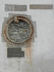 Ancienne abbaye des Jacobins - Oculus et inscription de façade occidentale de l'aile ouest du couvent des Jacobins de Morlaix (29).