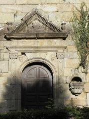 Chapelle Saint-Geneviève - Français:   Porte méridionale de la chapelle Sainte-Geneviève à Morlaix (29).