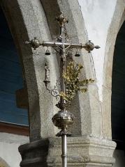 Eglise de Ploujean - Français:   Intérieur de l\'église Notre-Dame de Ploujean, commune de Morlaix (29). Croix de procession.