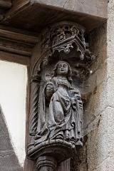 Maison dite à lanterne -  Détail de la maison à pondalez au 9 grande rue à Morlaix. Vierge Marie du groupe de l'Annonciation.