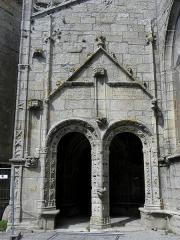 Eglise Saint-Nonna - Extérieur de l'église Saint-Nonna de Penmarc'h (29). Entrée du porche sud.