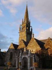 Eglise Saint-Pierre et chapelle funéraire - Français:   Eglise Saint-Pierre: vue du sud