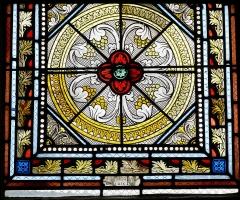 Eglise Saint-Pierre et chapelle funéraire - Français:   Détail d\'un vitrail à l\'intérieur de l\'église Saint-Pierre de Pleyber-Christ