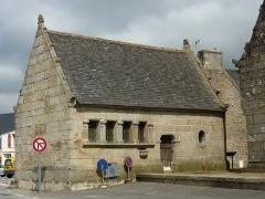 Eglise Saint-Pierre et chapelle funéraire - Français:   Pleyber-Christ: l\'ossuaire
