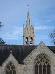 Chapelle de la Tréminou et restes du calvaire situé à l'Est de la chapelle - English: Notre-Dame de Tréminou, flèche