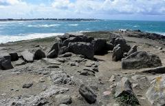 Presqu'île de la Torche ou Bogan Dorchenn - Français:   Allée couverte de la Pointe de la Torche en Plomeur (29).