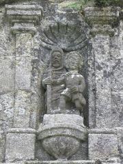 Chapelle Sainte-Marie - Niche de la porte triomphale de l'enclos de la chapelle Sainte-Marie-du-Ménez-Hom en Plomodiern (29).