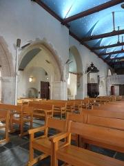 Eglise Saint-Pierre et croix dite du Bourg - Intérieur de l'église Saint-Pierre de Plougasnou (29). Costale sud de la nef.