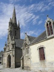 Eglise Saint-Pierre et croix dite du Bourg - Église Saint-Pierre de Plougasnou (29). Vue méridionale.