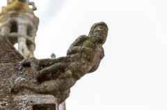 Chapelle Notre-Dame-de-Berven et abords - Français:   Crossette représentant Adam sculptée à droite du chevet de la chapelle Notre-Dame-de-Berven à Plouzévédé (Finistère, Bretagne).
