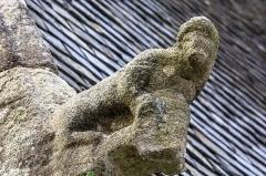 Chapelle Notre-Dame-de-Berven et abords - Français:   Crossette sculptée dans un angle de la chapelle Notre-Dame-de-Berven à Plouzévédé (Finistère, Bretagne).