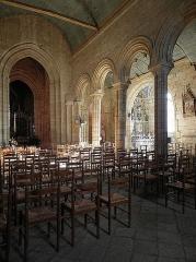 Eglise Notre-Dame de Roscudon - Français:   Nef et collatéral sud de la collégiale Notre-Dame-de-Roscudon à Pont-Croix (29).