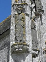Chapelle de Saint-Tugen et abords - Statue de Saint-Barthélémy. Contrefort ouest du porche sud de la chapelle Saint-Tugen en Primelin (29).