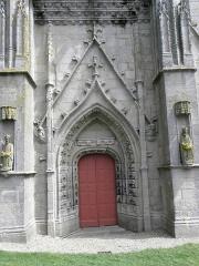 Chapelle de Saint-Tugen et abords - Portail de la façade occidentale de la chapelle Saint-Tugen en Primelin (29).