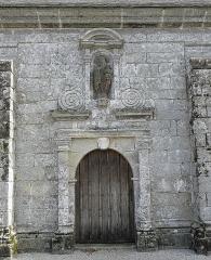 Chapelle Notre-Dame de Kergoat - Français:   Porte méridionale de la chapelle Notre-Dame de Kergoat en Quéménéven (29).