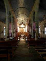 Chapelle Notre-Dame de Kergoat - Français:   Intérieur de la chapelle Notre-Dame-de-Kergoat en Quéménéven (29). Vue vers le chœur.