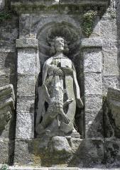 Eglise Saint-Ouen - Français:   Statue de Saint-Jean l\'évangéliste de la façade ouest de l\'église Saint-Ouen de Quéménéven (29).
