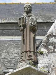 Eglise Saint-Ouen - Français:   Statue de Saint-Laurent du porche sud de l\'église Saint-Ouen de Quéménéven (29).