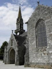 Eglise Saint-Ouen - Français:   Transept sud, porche sud et clocher de l\'église Saint-Ouen de Quéménéven (29).