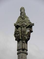 Eglise de la Trinité de Kerfeunteun - Français:   La Sainte-Trinité. Détail du sommet de la croix de l\'enclos de l\'église de la Trinité de Kerfeunteun en Quimper (29).