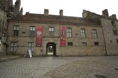 Ancien évêché, actuellement musée départemental breton - Français:   Musée départemental breton (Classé Inscrit)