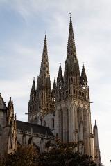 Ancien évêché, actuellement musée départemental breton - Vue septentrionale des flèches de la cathédrale de Quimper.