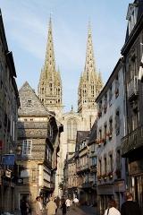 Ancien évêché, actuellement musée départemental breton - Français:   Vue des flèches de la cathédrale de Quimper.