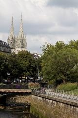 Ancien évêché, actuellement musée départemental breton - Français:   La cathédrale Saint Corentin vue depuis les quais de l\'Odet.