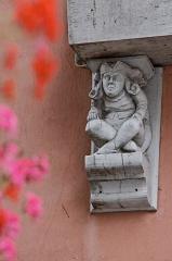 Maison -  Vue de la maison au 14 place Corentin à Quimper.