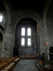 Ancien prieuré de Locmaria, ancienne caserne Emeriau - Français:   Église de Locmaria, Quimper (29). Croisée et transept nord.