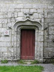 Chapelle du Moustoir - Français:   Porte méridionale de la chapelle du Moustoir en Bannalec (29).