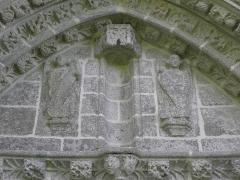 Chapelle du Moustoir - Français:   Détail du tympan de la façade occidentale de la chapelle du Moustoir en Bannalec (29).