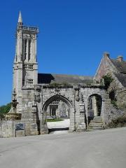 Eglise Saint-Jean-Baptiste - Porte triomphale de l'enclos paroissial de Saint-Jean-du-Doigt (29).