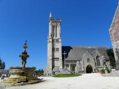 Eglise Saint-Jean-Baptiste - Enclos paroissial de Saint-Jean-du-Doigt (29). Vue méridionale.