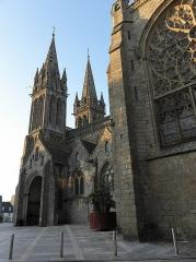 Ancienne cathédrale Saint-Paul-Aurélien - Clochers, porche sud et transept de la cathédrale Saint-Pol-Aurélien en Saint-Pol-de-Léon (29).