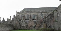 Ancienne cathédrale Saint-Paul-Aurélien - Français:   Flanc nord du chœur de la cathédrale Saint-Paul-Aurélien de Saint-Pol-de-Léon (29).